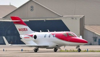 Honda Jet in white and red from the side